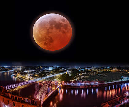 Bloodmoon above Porto, the region where 3V Underwear is made